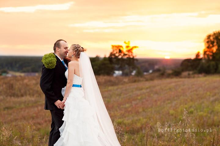 fotografia ślubna o zachodzie słońca