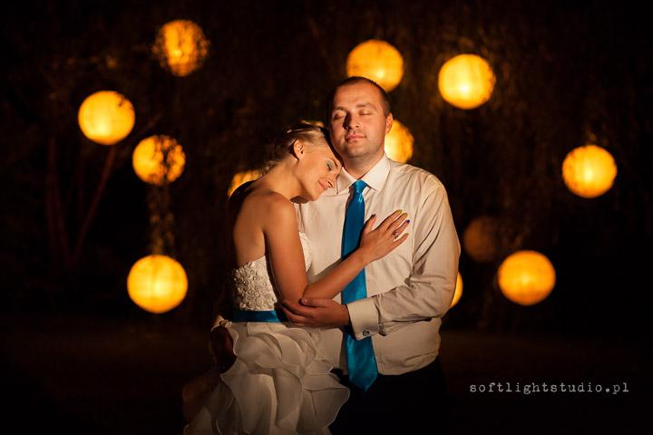 plener ślubny z lampionami